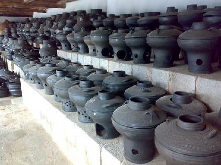 传统的土陶火锅