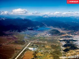 迪庆香格里拉机场位于香格里拉县城西南部,距离县城5公里