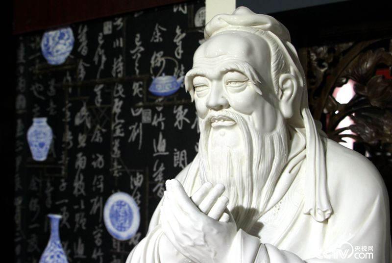 德化瓷 孔子造像 (王甲铸 摄)