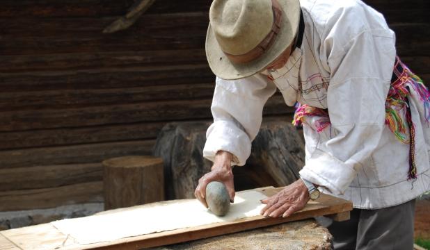 纳西族手工造纸技艺