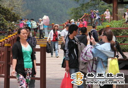 普达措国家公园旅游热