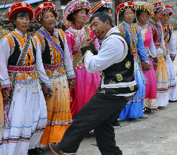 """傈僳族群众欢度""""阔时节"""""""