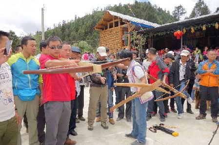 探路者体验傈僳族特色文化