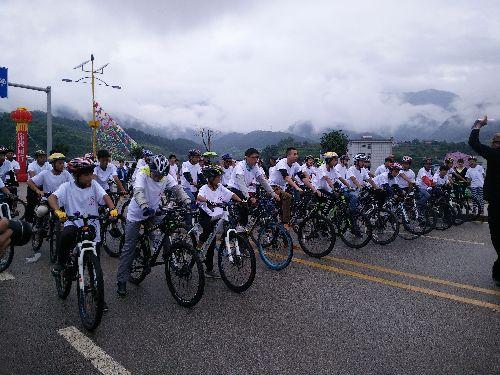 维西举办环城自行车比赛