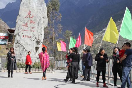 这个春节虎跳峡景区好热闹