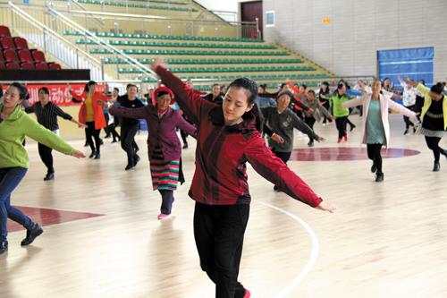 德钦县推广第三套民族传统广场舞