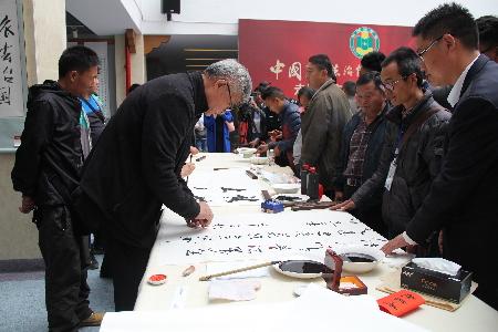 普法万里行法治文化交流活动到迪庆