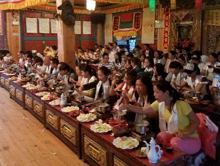 暑期香格里拉藏民家访游客多