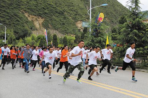 """迪庆""""七彩云南·全民健身运动会""""举行"""