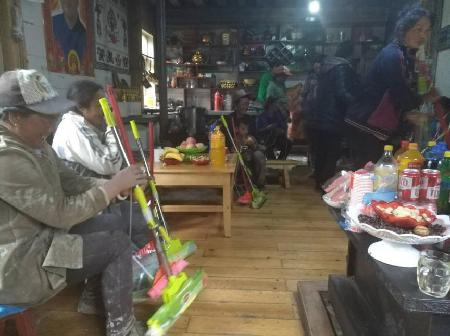 """玉杰村妇联到古龙帕小组开展""""我干净、家整洁、村美丽""""活动"""