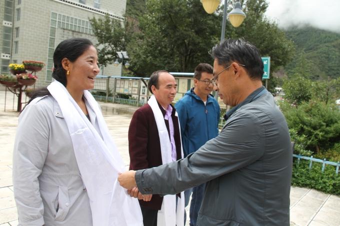 德钦县慰问教师