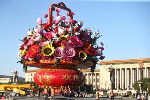 北京天安门广场国庆巨型花篮主体部分完工