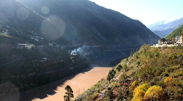 乌弄龙水电站下闸蓄水沿江的移民工作已经完成