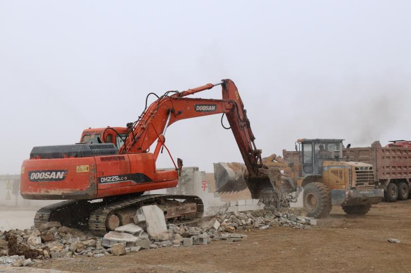 香格里拉市依法强制拆除非法建筑
