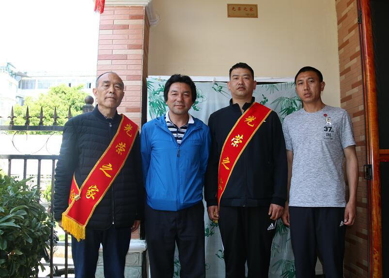 迪庆州为烈属等家庭悬挂光荣牌