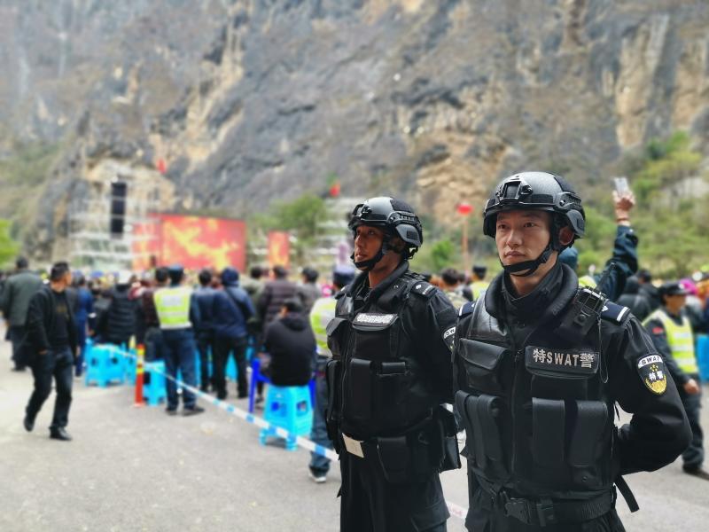 香格里拉警方全力护航巴拉格宗音乐节