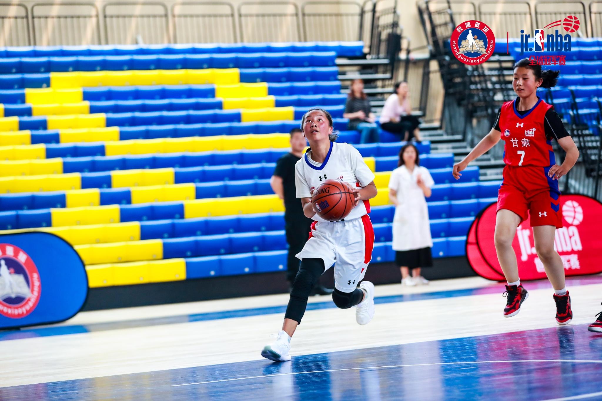 德钦中学女篮斩获全国校园篮球冠军赛西南赛区(初中组)季军