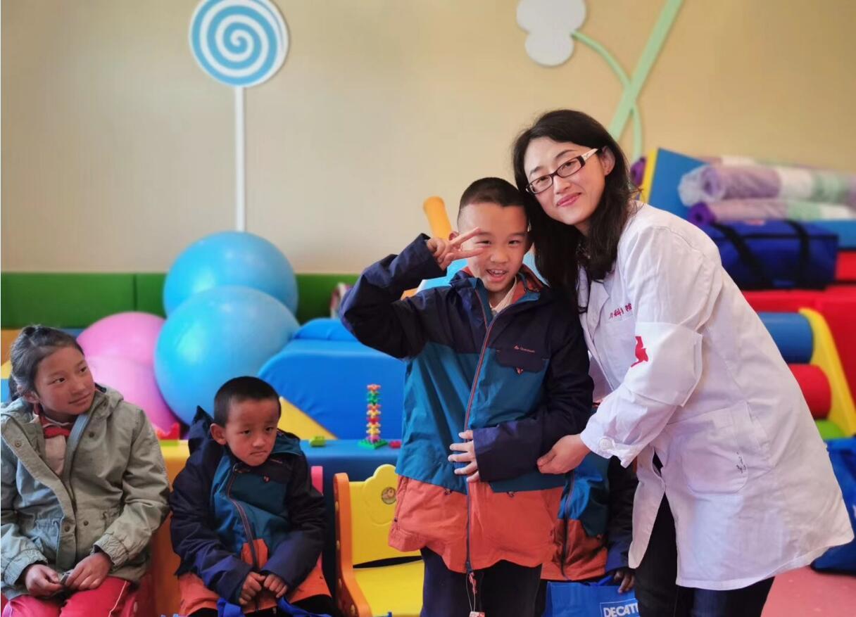 复旦大学附属儿科医院专家赴香格里拉市义诊
