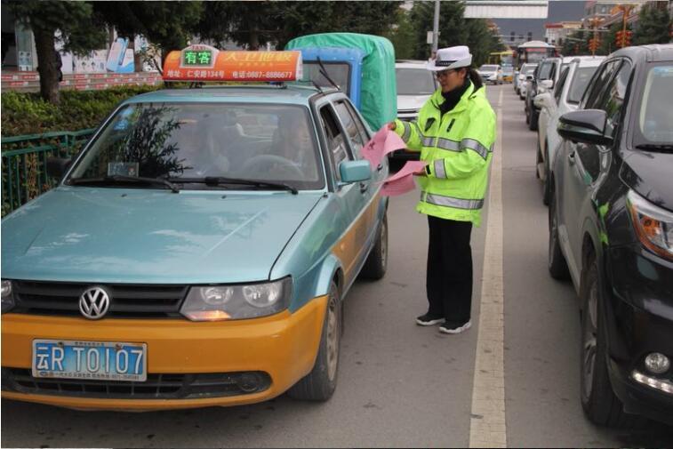 迪庆州公安局交警支队开展志愿服务活动