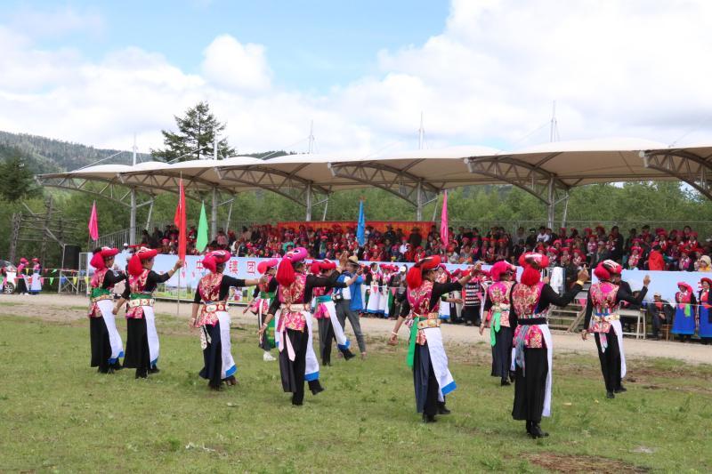 小中甸群众欢度达拉节