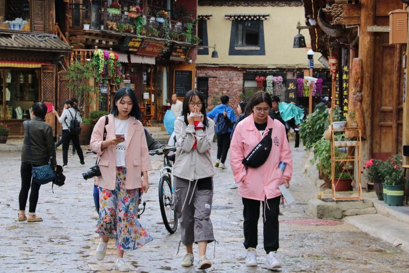 独克宗古城迎来暑期旅游高峰
