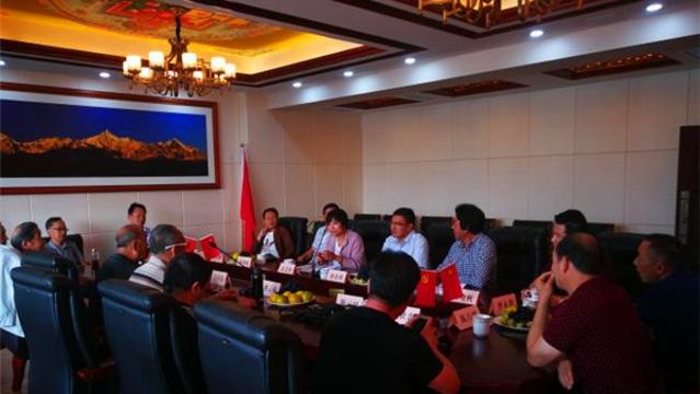 迪庆州军休干部参加迎接新中国成立七十周年座谈会