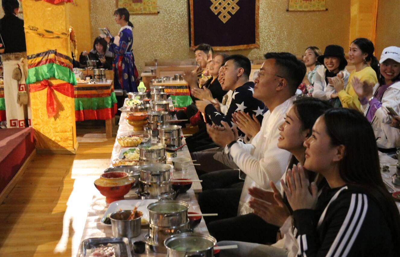 藏民家访中秋人气旺