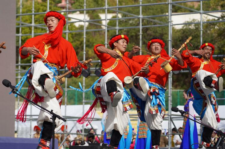 首届中国藏区弦子歌舞大赛开赛