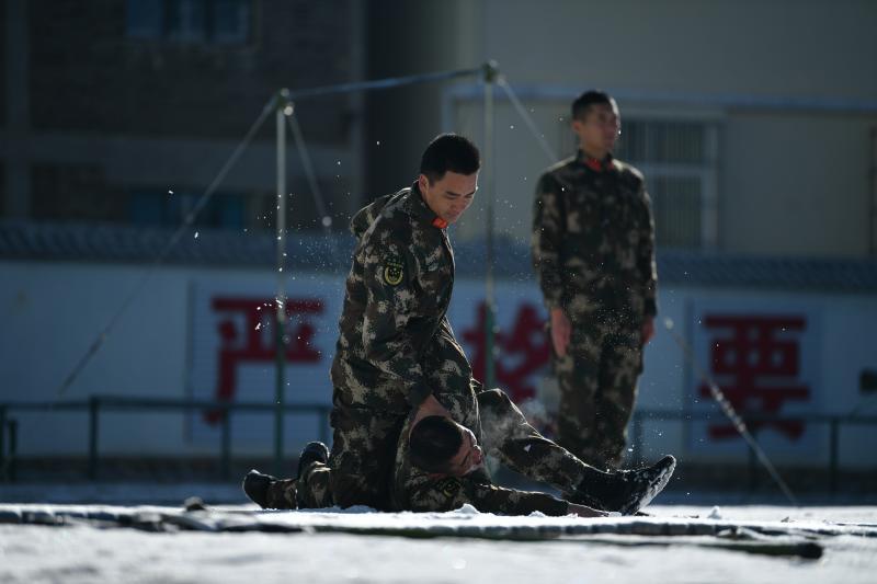武警迪庆支队开展冬季大练兵活动