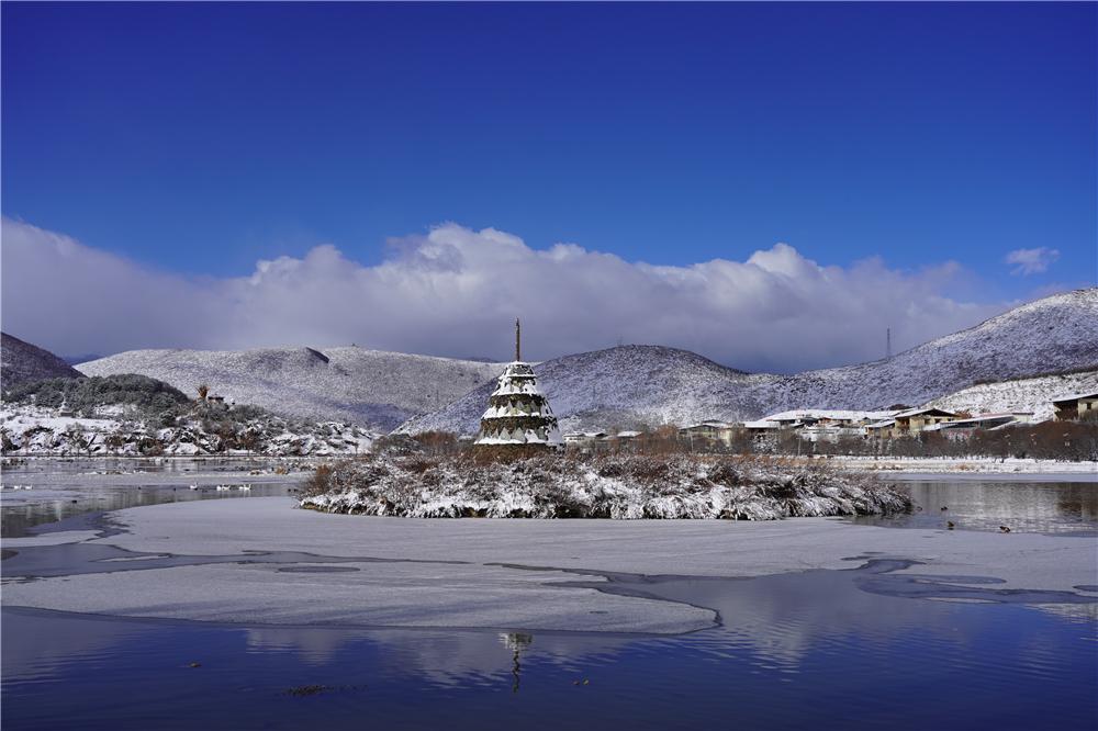 雪后的松赞林寺
