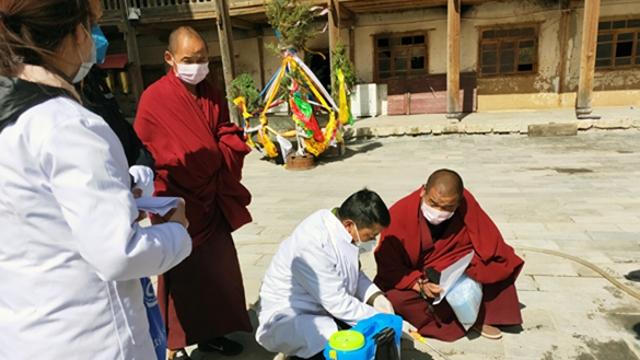 迪庆:疫情防控宣传进寺院