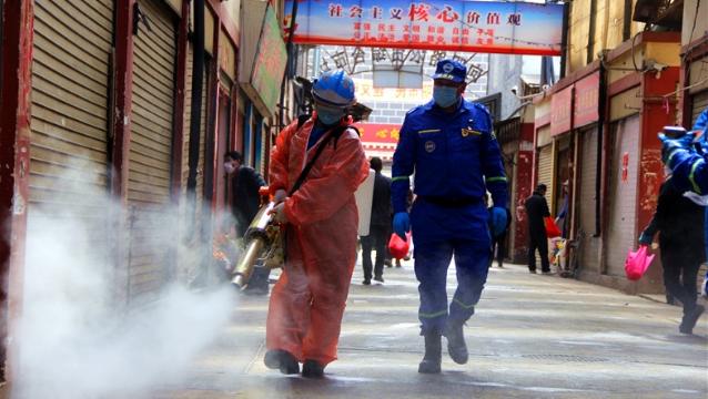 迪庆蓝天救援队对香格里拉市区进行大消毒