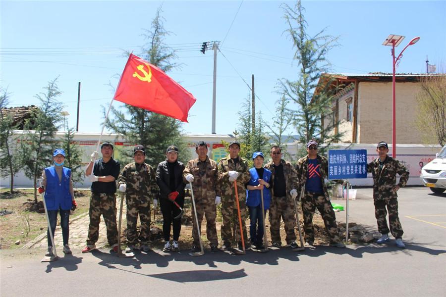 州科协组织开展党员共建林植树活动