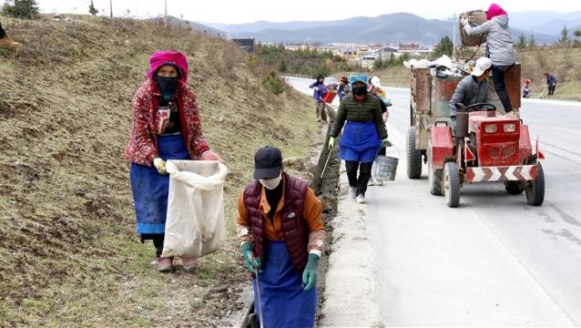 小中甸镇和平村布龙谷村民小组村民每月义务打扫卫生区