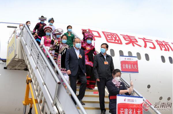 在滇全国人大代表赴京出席十三届全国人大三次会议