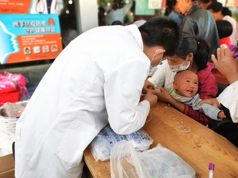 维西县疾控中心助力健康扶贫