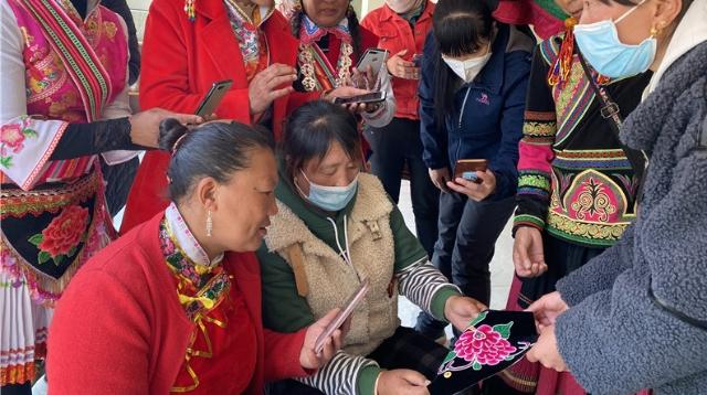 """维西县积极探索""""非遗+扶贫""""的文化扶贫模式"""