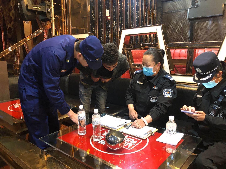 迪庆州消防救援支队深入辖区复工娱乐场所开展消防安全指导服务