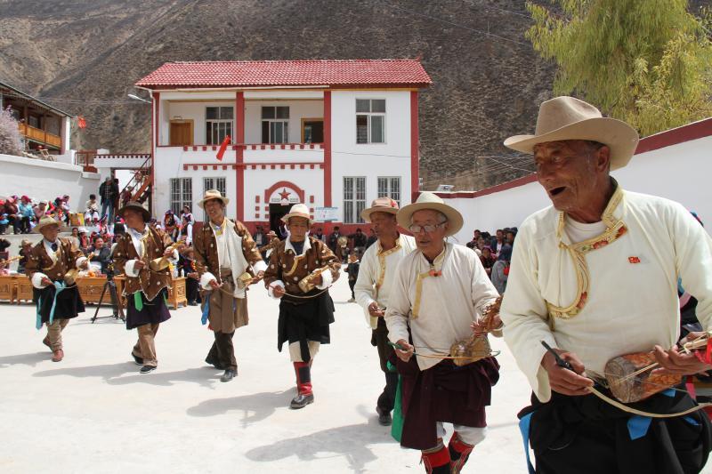 佛山乡巴美村的老年弦子队歌舞表演