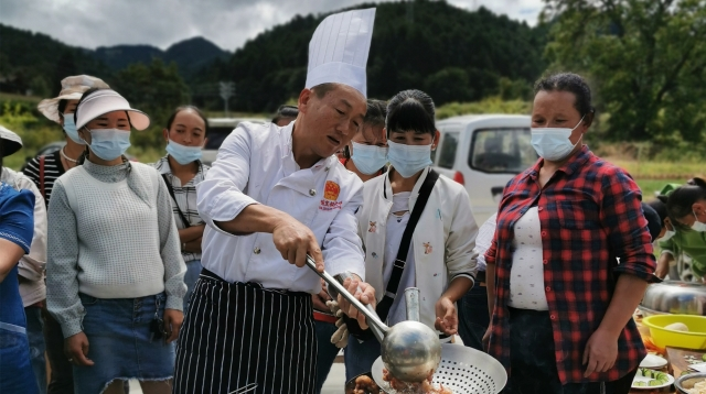 """维西县举办""""中式烹调厨艺""""培训班"""