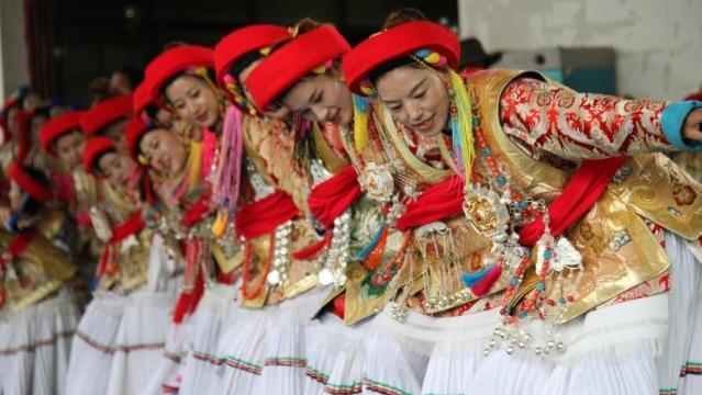 典雅端庄的奔子栏藏族妇女服饰