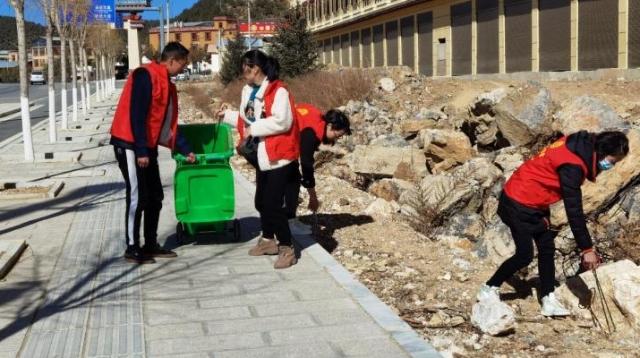 【爱国卫生运动】香格里拉市总工会开展环境卫生大扫除