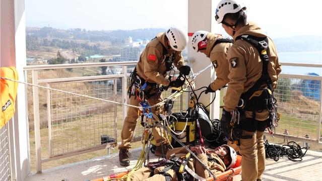 迪庆州消防救援支队参加全省首届山地救援技术交流赛获总成绩第一名