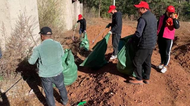 (爱卫运动)洛吉乡开展清垃圾志愿活动