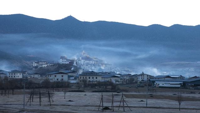 晨曦中的松赞林寺,美了!