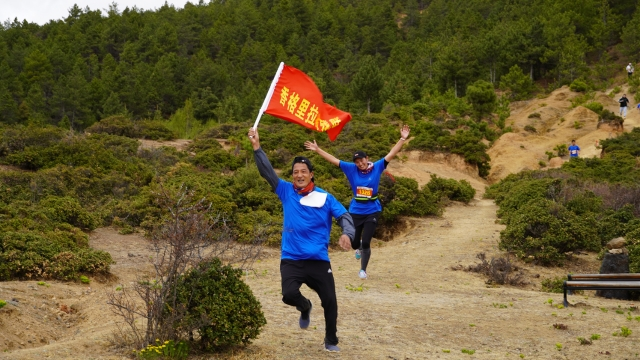 迪庆举行第五届香格里拉生态体育公园徒步赛