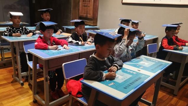 迪庆州总工会暑期爱心托管班102名学生顺利结业