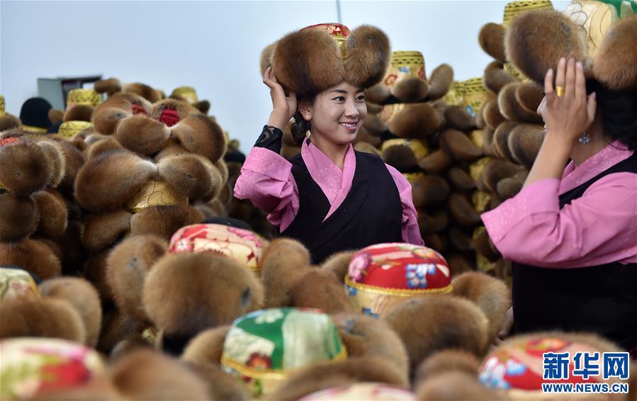 (经济)(1)藏帽生产助力脱贫致富