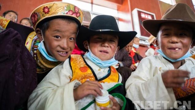 """""""同心•共铸中国心""""志愿者赴西藏高海拔学校开展爱心助学活动"""
